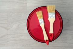 Logez la rénovation, peinture peut sur le vieux fond en bois avec l'espace de copie Photo libre de droits