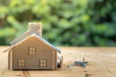 Logez le modèle dans le plan d'économie pour la résidence des personnes dans la société photo stock