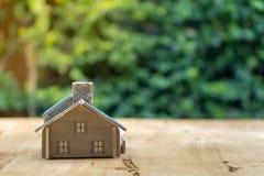 Logez le modèle dans le plan d'économie pour la résidence des personnes dans la société photos stock
