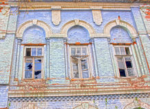 Logez vieux vide ruiné aucune fenêtres cassées par propriétaire Photo libre de droits