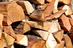 Loggar av trä som staplas för en spis fotografering för bildbyråer