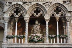 Loggia mit madonna und Kind lizenzfreie stockfotos