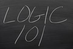 Logik 101 auf einer Tafel stockfotos