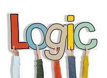 Logik-Grund-Gedanke bewaffnet angehobene Holding verstehen Konzept Stockbilder