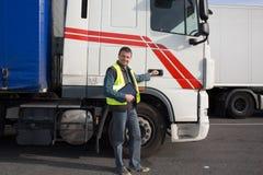 Logistik - stolzer Fahrer Stockfotos