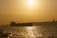 Logistik und Transport des internationalen Behälter-Frachtschiffs Fracht-Transport, versendend Stockbild
