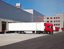 Logistische het pakhuis van de vrachtwagen Royalty-vrije Stock Foto