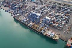 logistisk port royaltyfria bilder