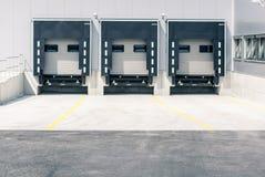 Logistyka, parking, ładownicze rampy zdjęcie stock