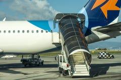 Logitrappa på flygbussen a320 till Israel på den Tivat flygplatsen i Montenegro Royaltyfria Bilder