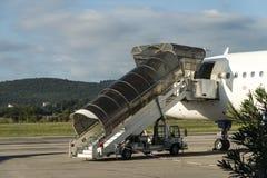 Logitrappa på flygbussen a320 till Israel på den Tivat flygplatsen i Montenegro Arkivbilder