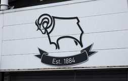 Logo à l'entrée de Derby County FC, Derby photos stock