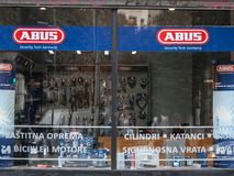 Logo Abus na ich sklepie w Belgrade Abus jest Niemieckim wytwórcą prewencyjni ochrona przyrząda obrazy royalty free