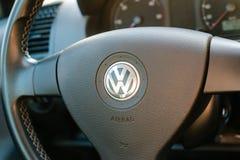 Logo av den tyska bilproducenten Volkswagen Royaltyfri Fotografi