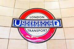 Logo av en underjordisk station i London, UK Royaltyfria Foton