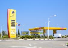 Logo av företaget Rosneft Bensinstation av oljebolaget Rosn Royaltyfri Fotografi