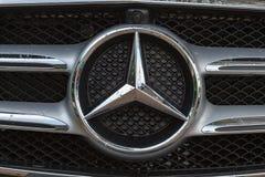 Logo av Mercedes-Benz Arkivfoton