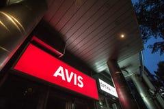 Logo Avis na ich głównym biurze dla Belgrade Avis jest samochodowego wynajem firmą od usa rozprzestrzeniającego na całym świecie Obrazy Stock