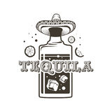 Logo butelki tequila, prosto strzelali i Meksykański kapelusz Fotografia Royalty Free