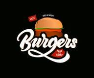 Logo caldo delizioso di vettore degli hamburger con iscrizione Alimenti a rapida preparazione Vettore royalty illustrazione gratis