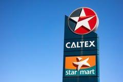 Logo Caltex firma na reklamie przy stacją benzynową w Australia fotografia stock