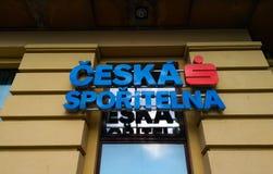 Logo ceska sporitelna przy wejściem bank w Praga zdjęcie royalty free