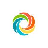 Logo circulaire coloré abstrait d'isolement du soleil Logotype d'arc-en-ciel de forme ronde Icône de remous, de tornade et d'oura Photo libre de droits