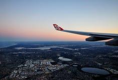 Logo d'Air Asia X là-dessus aile, volant au-dessus de Perth Image libre de droits