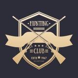 Logo d'annata del club di caccia con due fucili attraversati illustrazione vettoriale