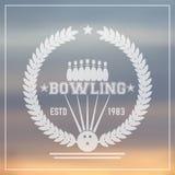 Logo d'annata di bowling, segno trasparente con la corona illustrazione di stock