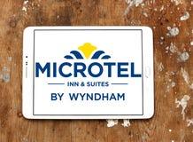 Logo d'auberge et de suites de Microtel photos stock