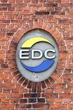 Logo d'EDC sur un mur photos libres de droits