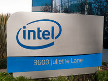 Logo d'Intel dans Santa Clara la Californie Photos stock