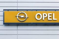 Logo d'Opel sur un mur images libres de droits