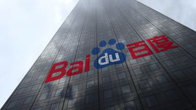 Logo de Baidu sur les nuages se reflétants d'une façade de gratte-ciel, laps de temps Rendu 3D éditorial clips vidéos
