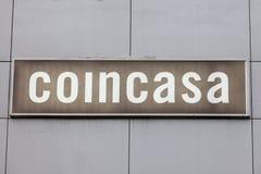 Logo de Coincasa sur leur boutique principale pour la Serbie Coincasa est une concession italienne des magasins à la maison de dé photos stock