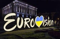 Logo de concours de chanson d'Eurovision sur la place de l'indépendance dans Kyiv image stock
