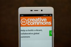 Logo de Creative Commons vu sur l'?cran de smartphone image libre de droits