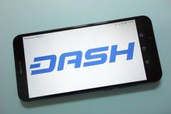 Logo de cryptocurrency de tiret montré sur le smartphone photo libre de droits