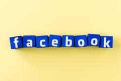 Logo de Facebook fait à partir des cubes bleus Photos stock
