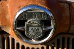 Logo de Ford sur un vieux gril de tracteur Photos stock