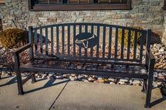 Logo de grill de Longhorn sur le banc se reposant Images libres de droits