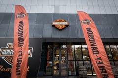 Logo de Harley Davdidson sur leur magasin principal Belgrade de concessionnaire Harley Davidson est un fabricant iconique de moto image libre de droits
