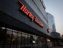 Logo de Harley Davdidson sur leur magasin principal Belgrade de concessionnaire Harley Davidson est un fabricant iconique de moto photo stock
