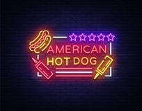 Logo de hot-dog dans le calibre au néon de conception de style Enseignes au néon de hot-dog, bannière légère, emblème au néon d'a Photos stock