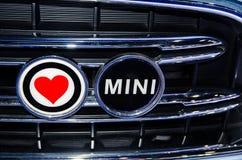Logo de Mini Motor Company avec l'icône rouge de coeur Photos libres de droits