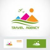 Logo de montagne d'agence de voyages de tourisme Photo stock