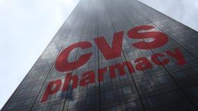 Logo de santé de CVS sur les nuages se reflétants d'une façade de gratte-ciel, laps de temps Rendu 3D éditorial banque de vidéos