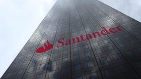 Logo de Santander Serfin sur les nuages se reflétants d'une façade de gratte-ciel, laps de temps Rendu 3D éditorial clips vidéos