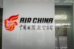 Logo de société d'Air China à l'aéroport de Pékin en Chine Photo libre de droits